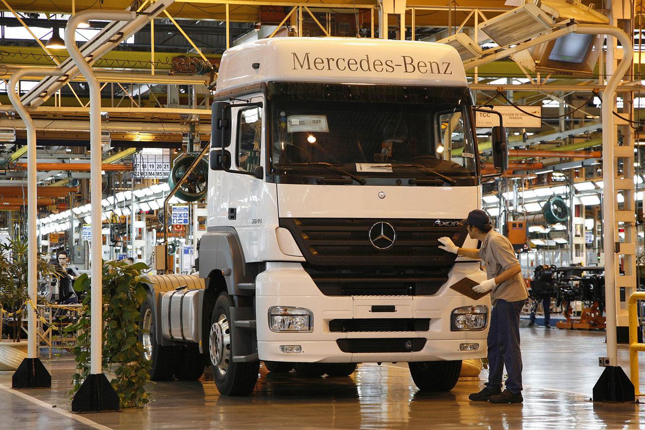 Mercedes-Benz бьет Бразильский рекорд продаж тяжелых грузовиков - фотография №1
