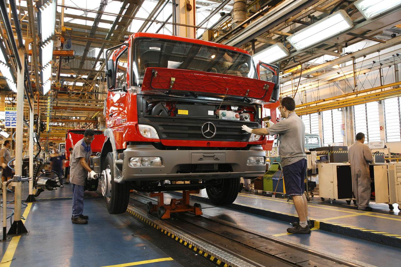 Mercedes-Benz бьет Бразильский рекорд продаж тяжелых грузовиков - фотография №2