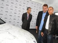 Mercedes-Benz presents a C 350 - autographed by international stars