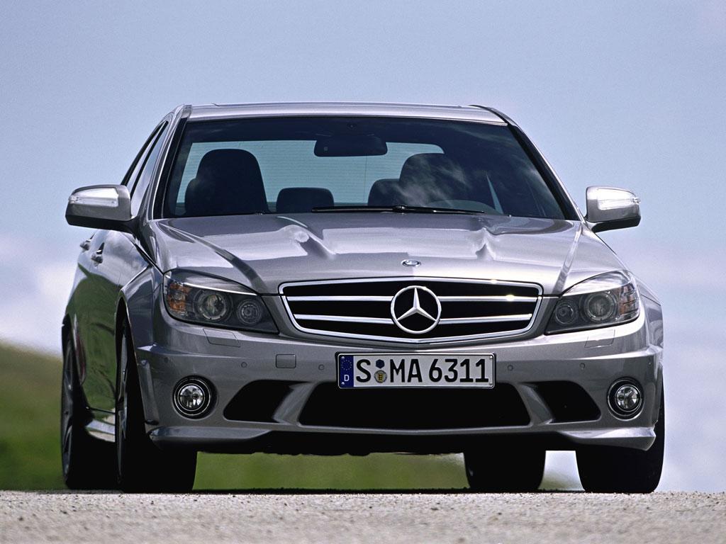 Mercedes-Benz C63 AMG - фотография №1