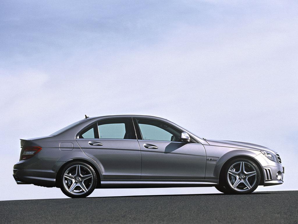 Mercedes-Benz C63 AMG - фотография №5