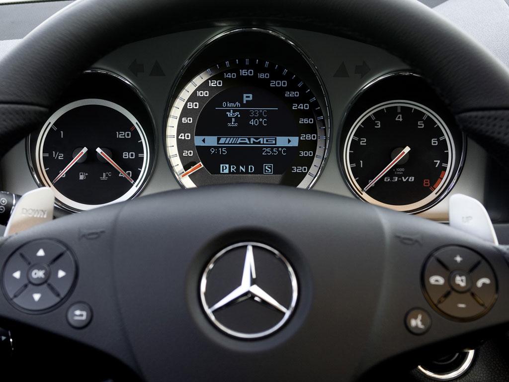 Mercedes-Benz C63 AMG - фотография №7