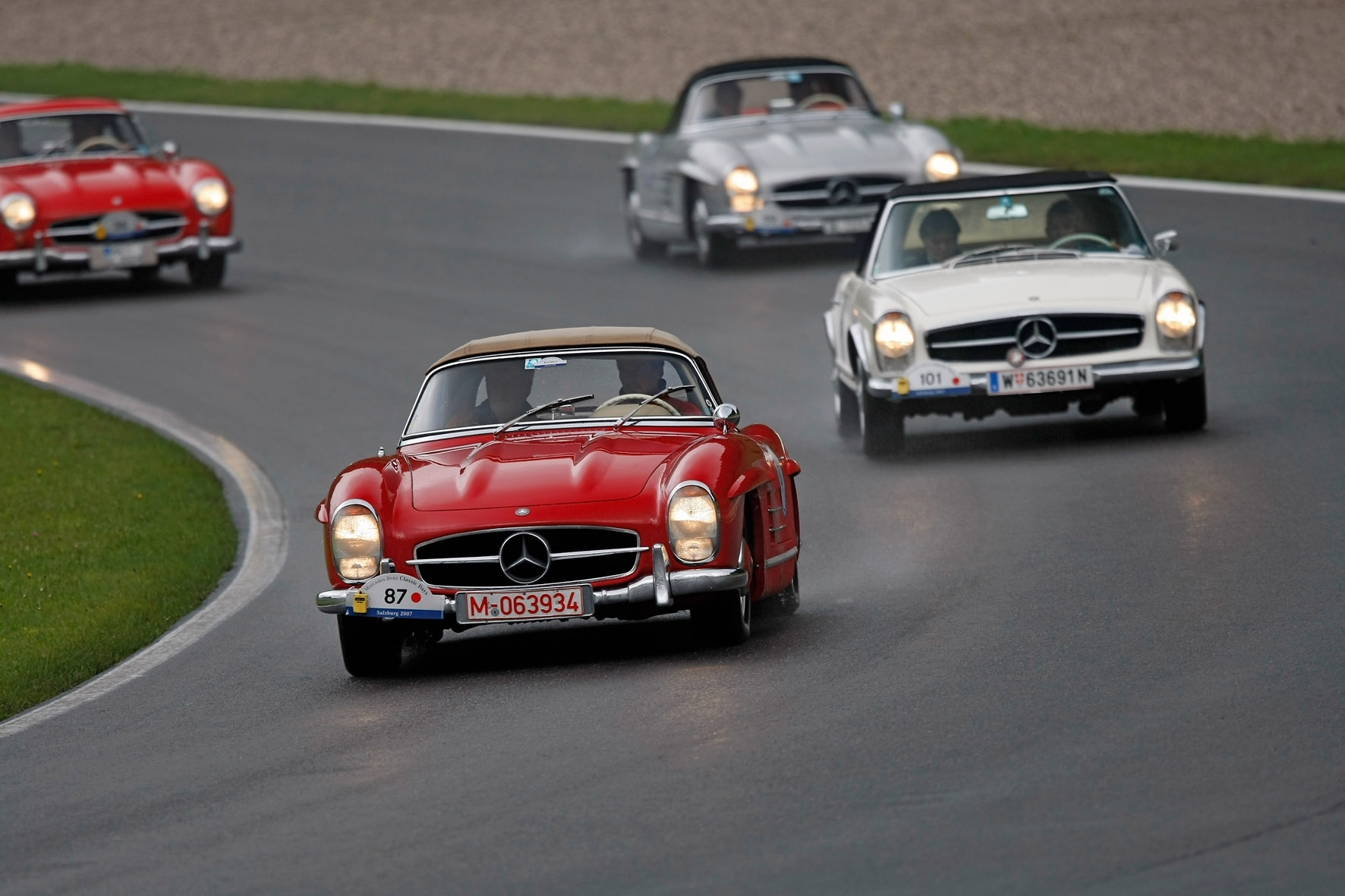 Лучшие в мире классических автомобилей на выставке Mercedes-Benz world - фотография №2