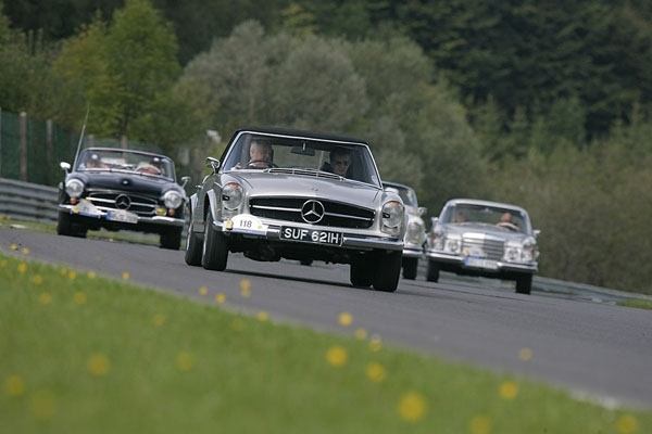 Лучшие в мире классических автомобилей на выставке Mercedes-Benz world - фотография №3