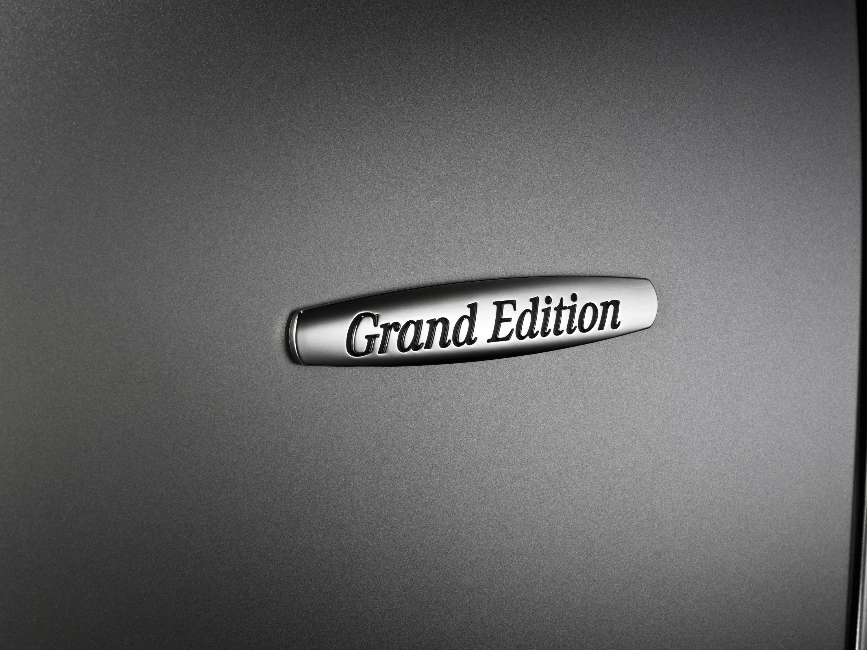Mercedes-Benz CLS Grand Edition: эксклюзивный стиль, концентрированный элегантность и захватывающие линии - фотография №6