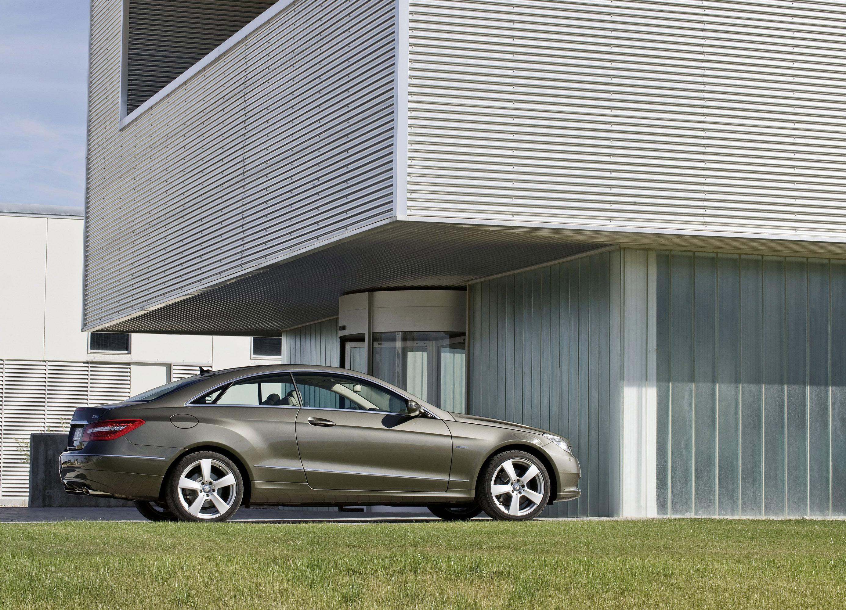 Mercedes-Benz E-350 CDI Coupe [фотографии автомобиля] - фотография №4