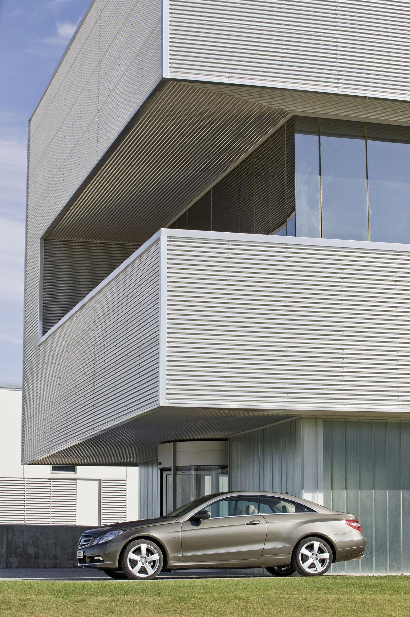 Mercedes-Benz E-350 CDI Coupe [фотографии автомобиля] - фотография №5