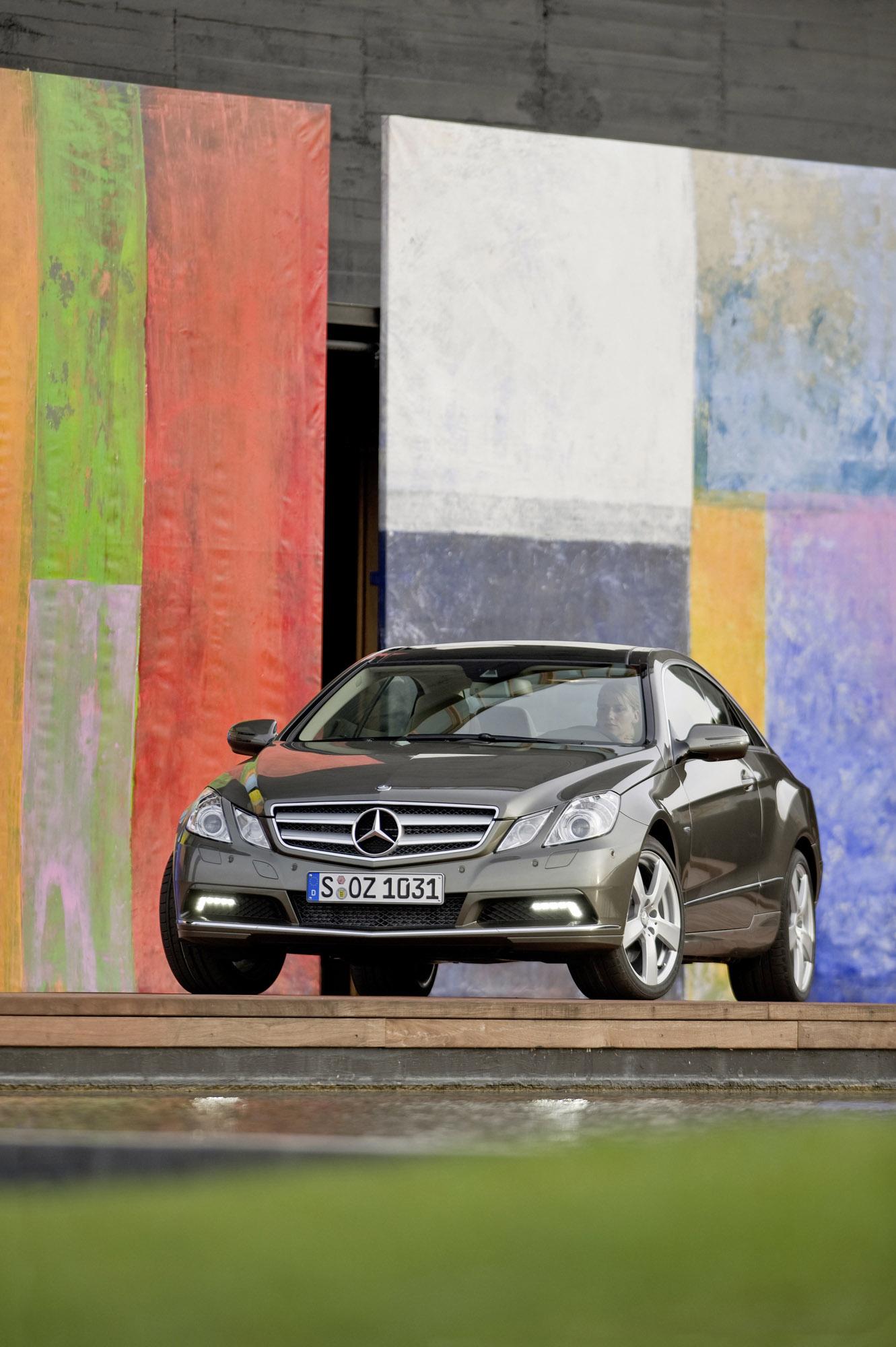 Mercedes-Benz E-350 CDI Coupe [фотографии автомобиля] - фотография №8