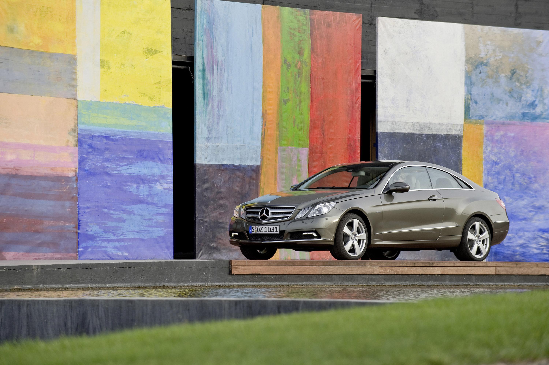 Mercedes-Benz E-350 CDI Coupe [фотографии автомобиля] - фотография №9