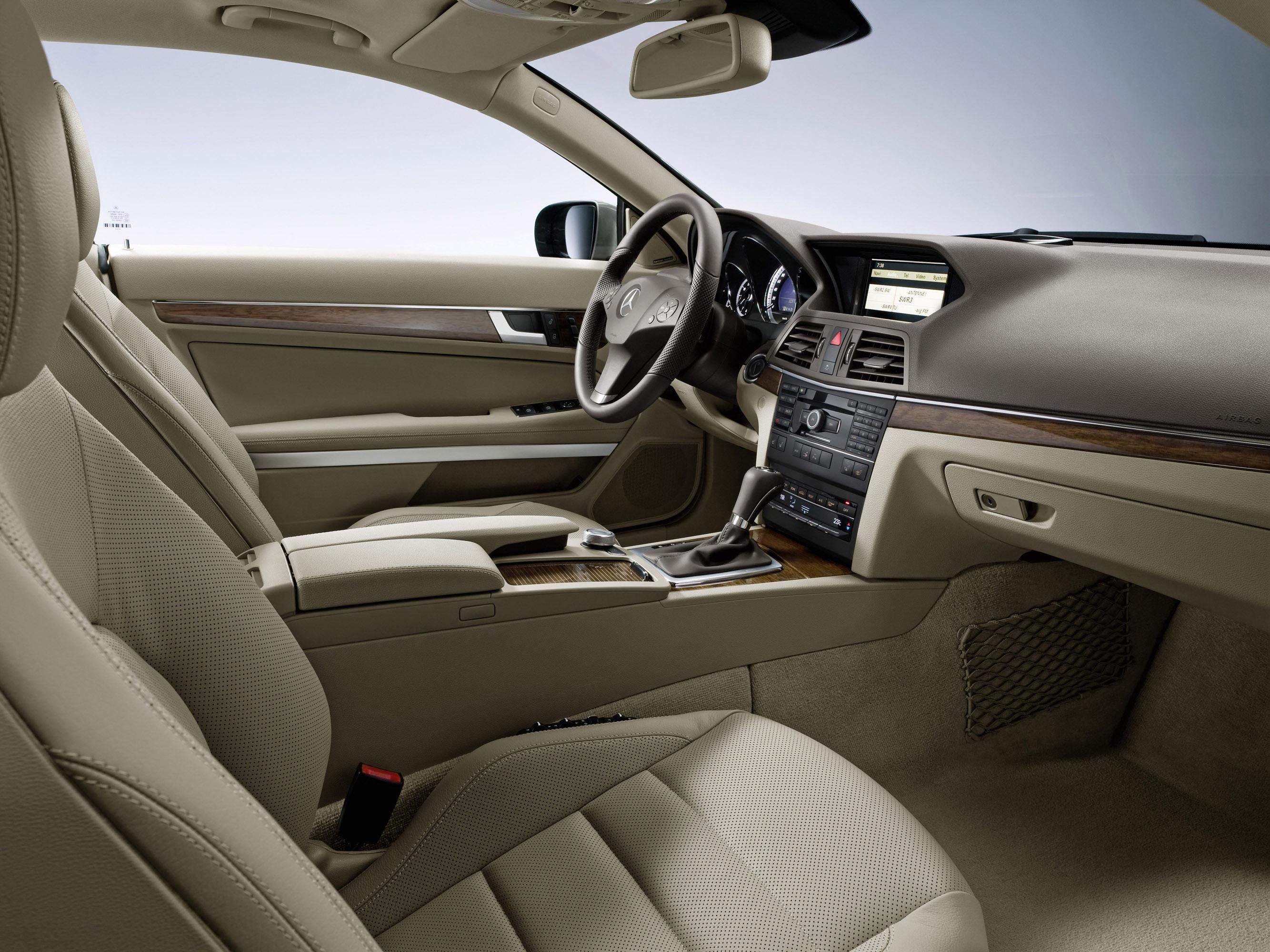 Mercedes-Benz E-350 CDI Coupe [фотографии автомобиля] - фотография №12