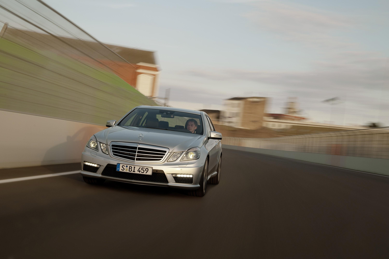 Mercedes-Benz E63 AMG седан - фотография №9
