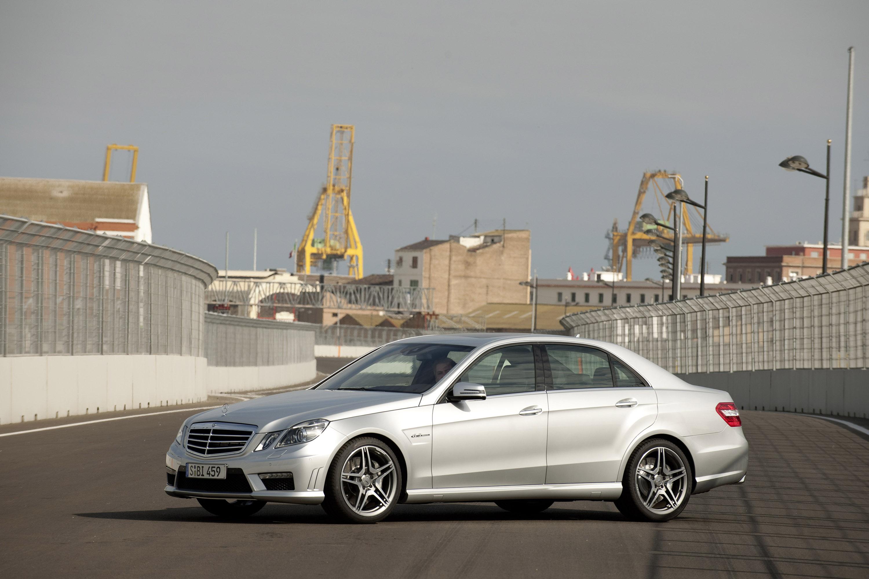 Mercedes-Benz E63 AMG седан - фотография №11