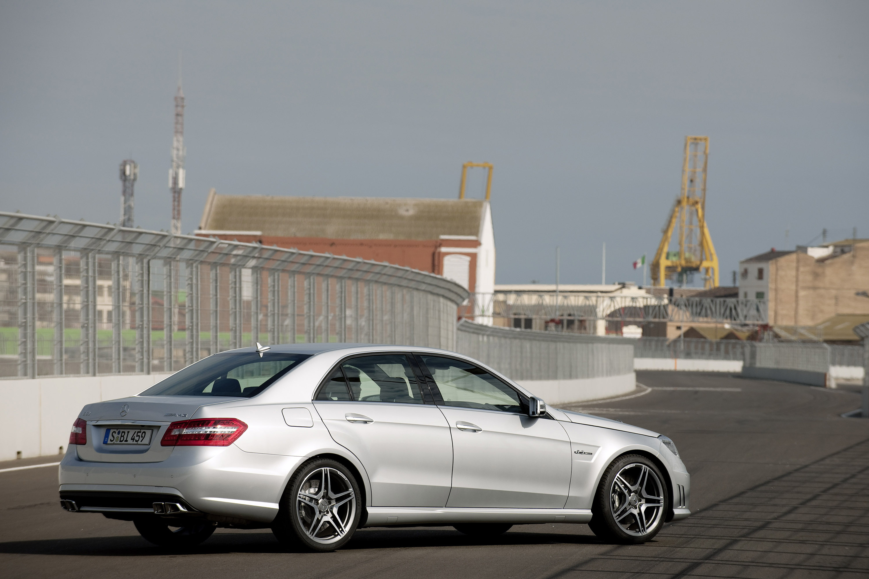 Mercedes-Benz E63 AMG седан - фотография №13