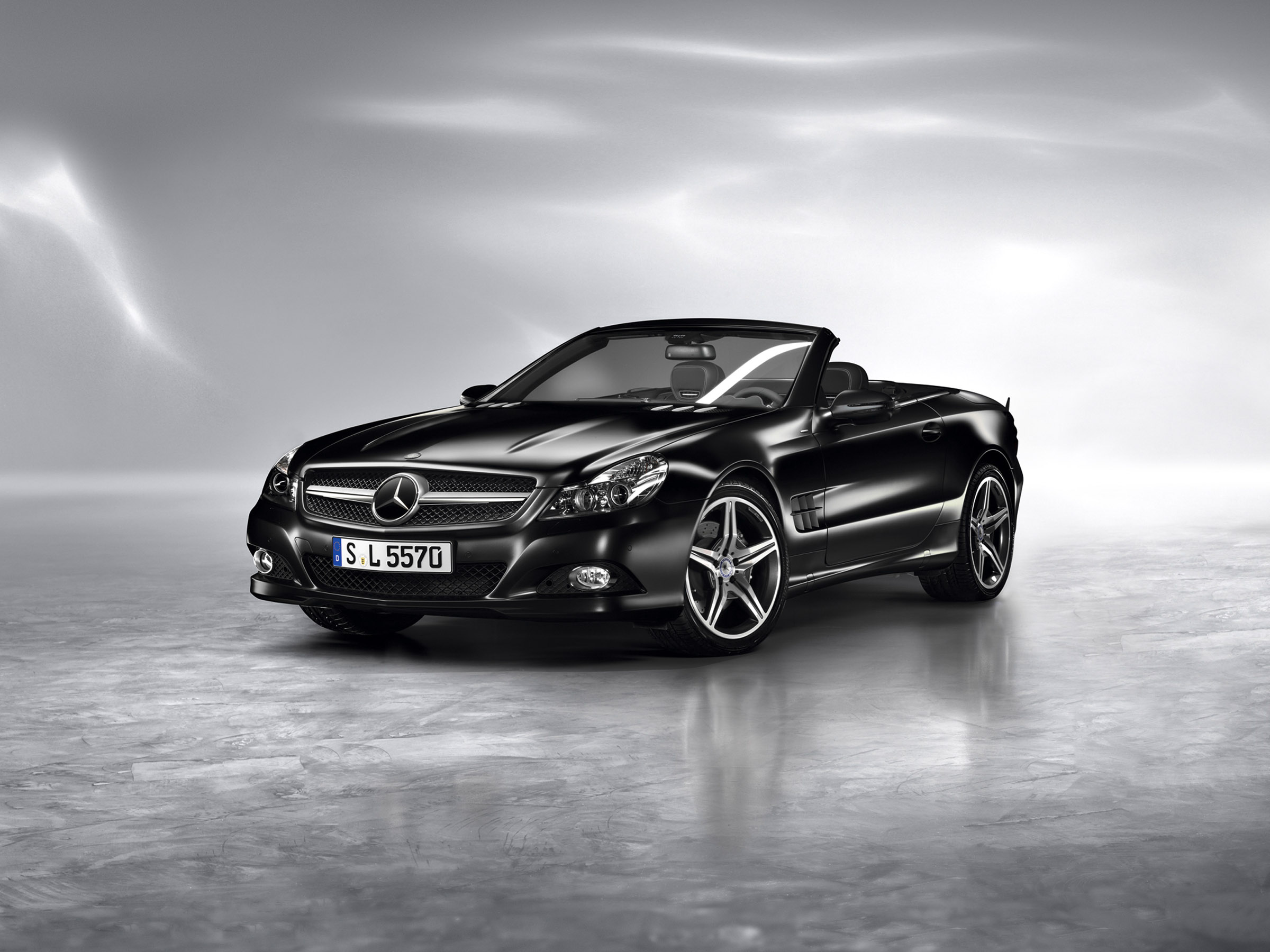 Mercedes-Benz представила SL Night Edition и SLK Grand Edition родстеров - фотография №1