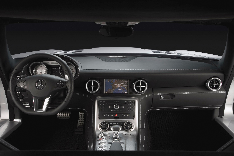 Интерьер Mercedes-Benz SLS AMG - фотография №3