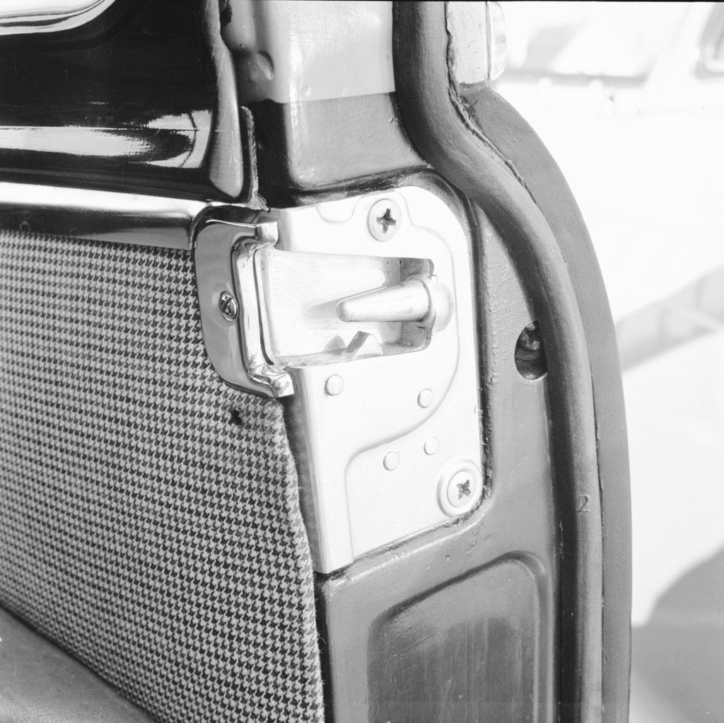 Mercedes-Benz Клин-контактный дверной замок - фотография №2