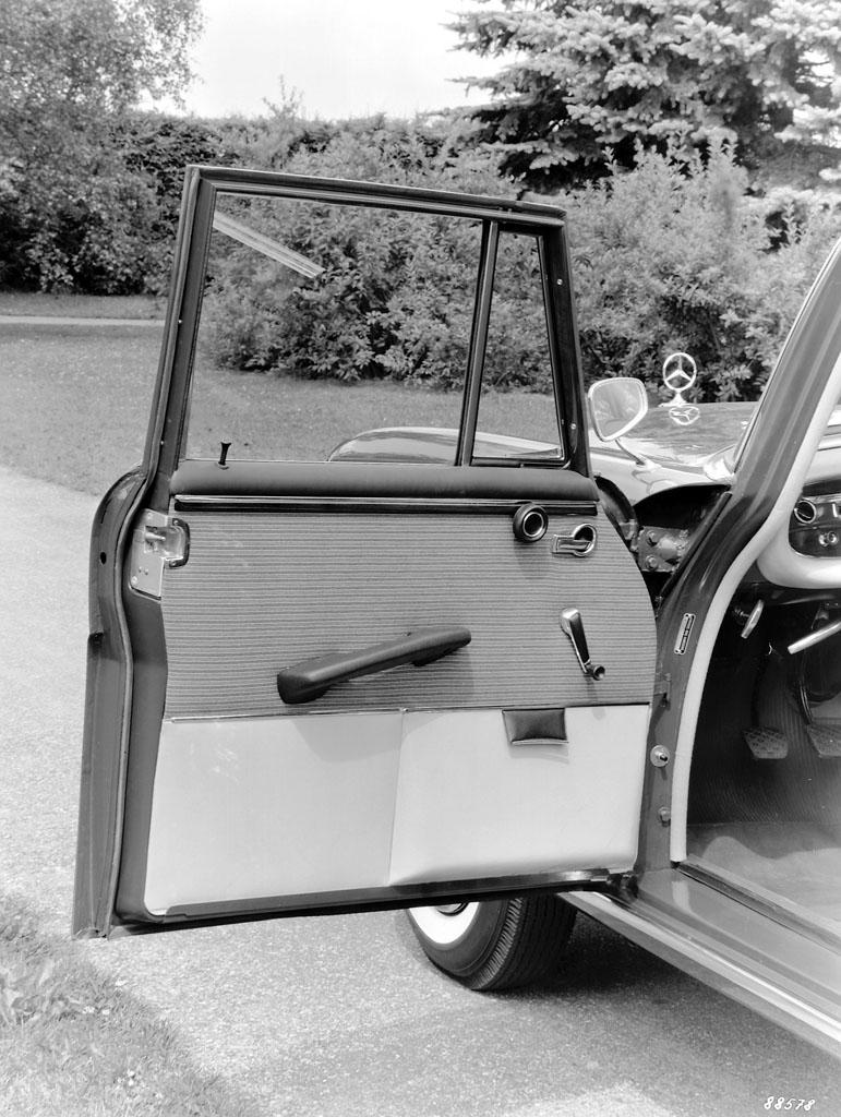 Mercedes-Benz Клин-контактный дверной замок - фотография №4