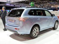 Mitsubishi Outlander PHEV Geneva 2014