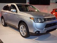 Mitsubishi Outlander PHEV New York 2013