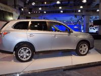 Mitsubishi Outlander PHEV New York 2013