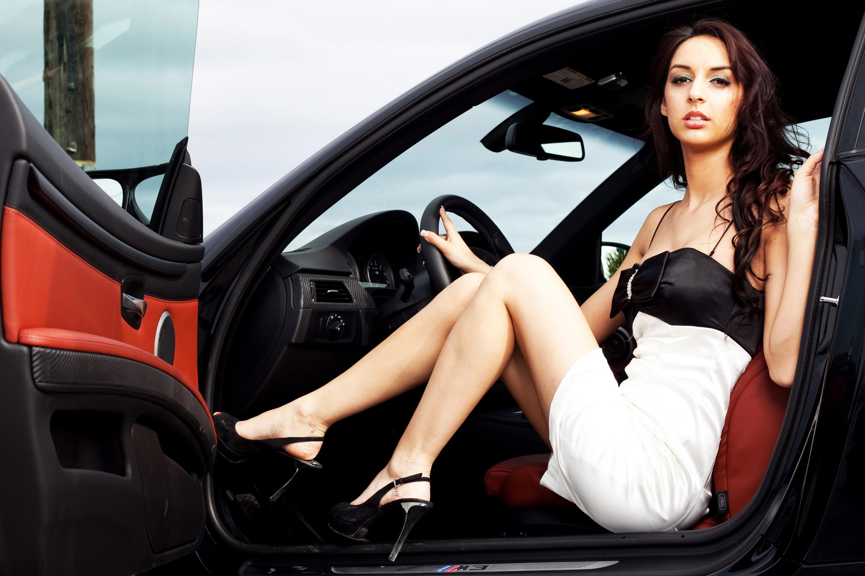 Секс в машине на стоянке 12 фотография