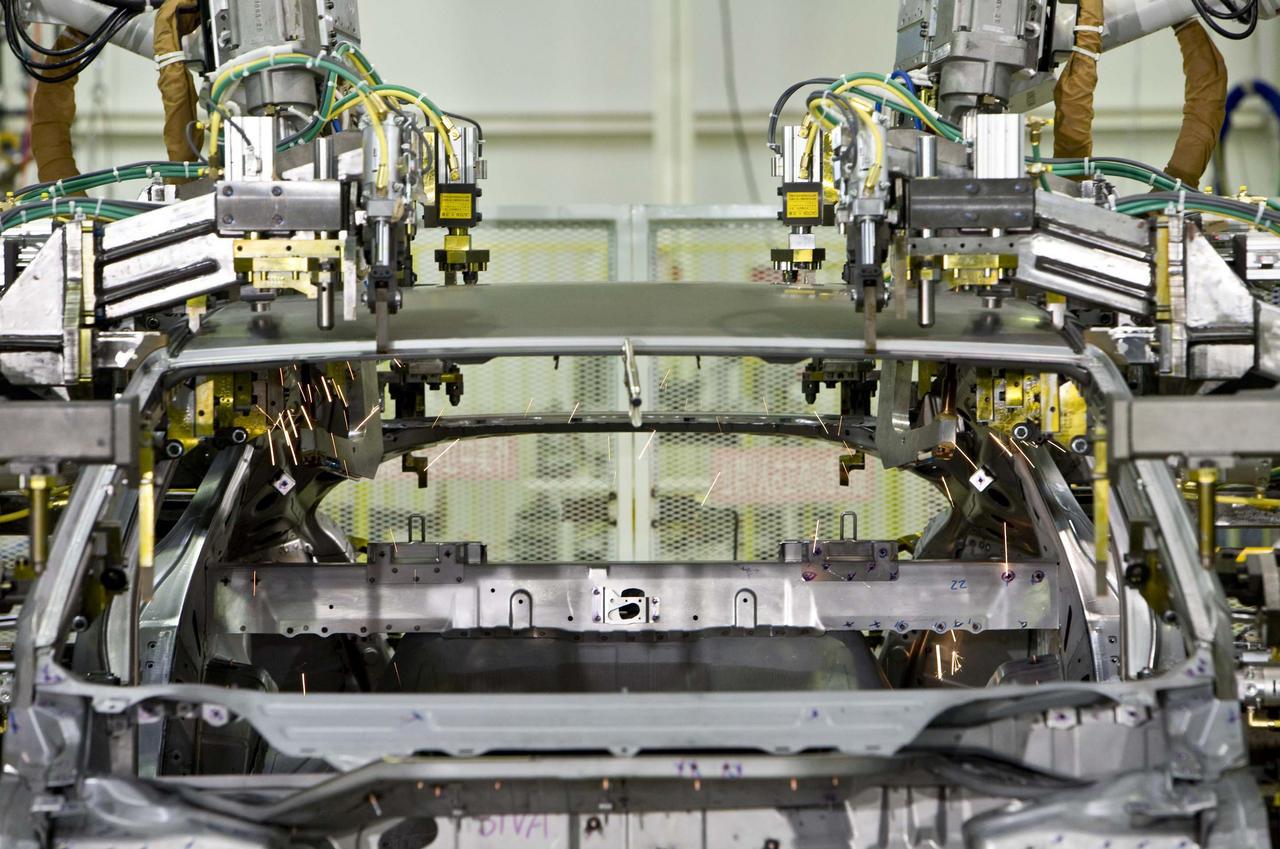 Начинается производство нового Honda FCX Clarity на топливных элементах автомобиля - фотография №2