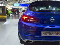 Opel Astra GTC Moscow 2012