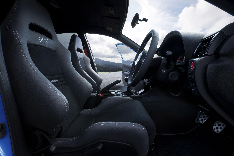 Subaru Impreza WRX STI S206 - фотография №6