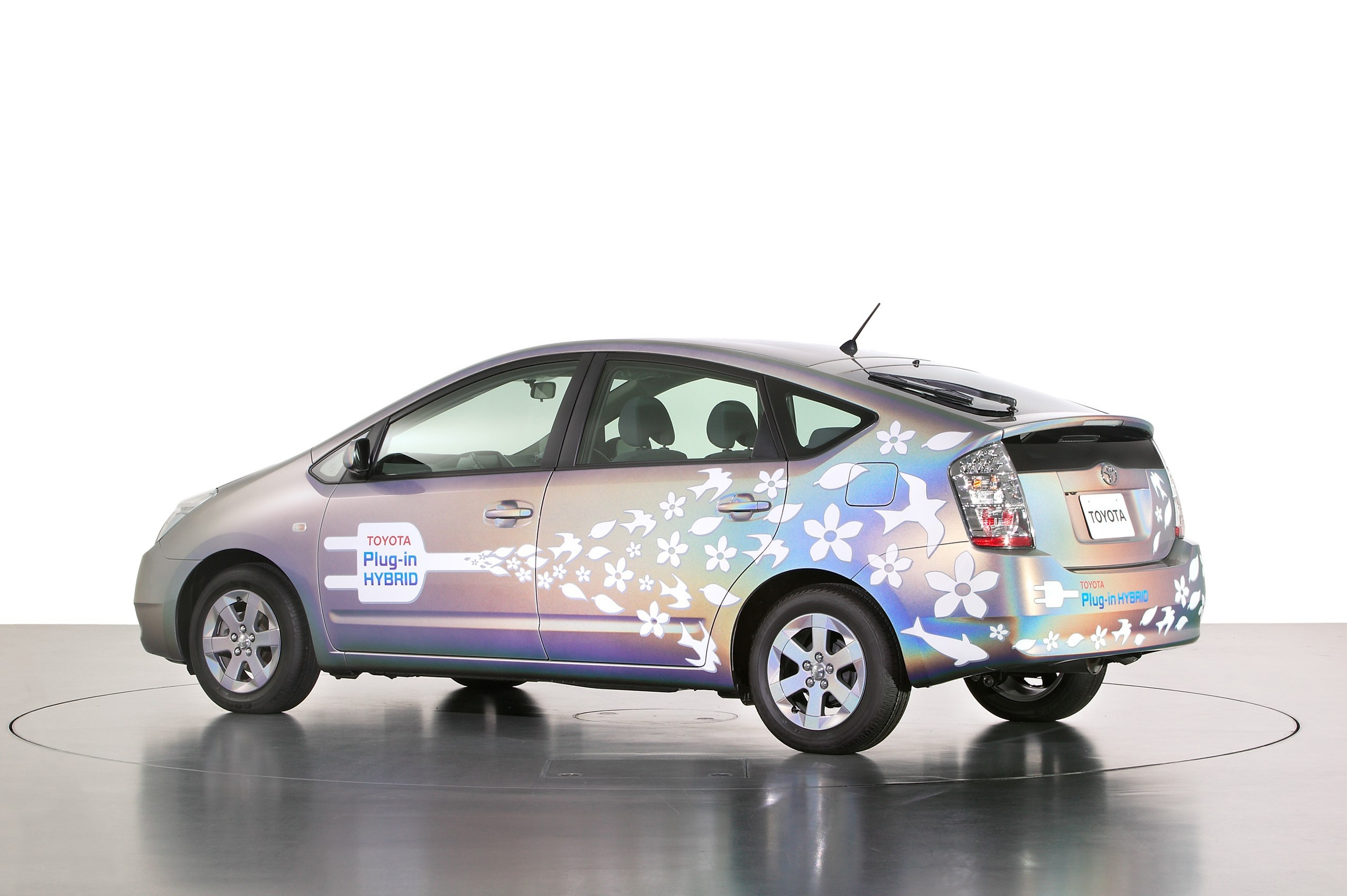 plug in hybrid vs pure electric cars It's often said that plug-in hybrids are the gateway drug to pure battery-electric vehicles, exposing drivers to the electric-car experience without looming range anxiety.