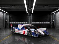 Toyota TS040 Hybrid Race Car