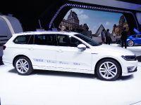 thumbs Volkswagen Passat GTE Paris 2014